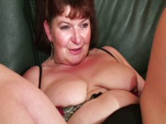 Mature french chick loving some double penetration and going knuckle deep