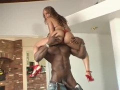 He brings ebony fuckslut in from outdoors to smash