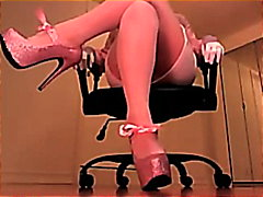 Erotic hypnotist trancing slaves with pinkish heels