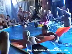 Group hook-up swinger's pool party with steaming deepthroating and plumbing