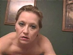 Stunning roughtalking cougar smoking hookup