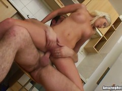 amateur, blond