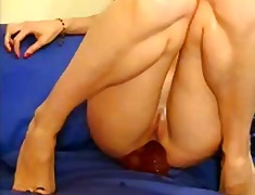 Brunette cam doll going knuckle deep and toying butt