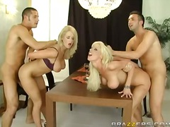 rasées, blondes, gros seins, pipes, groupe