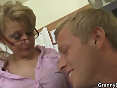 Office woman penetrates her employee