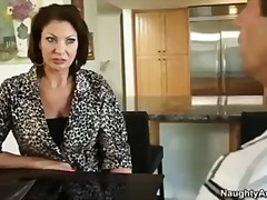 Vanessa videl is a molten cougar that gets her cootchie eaten by strung up handyman