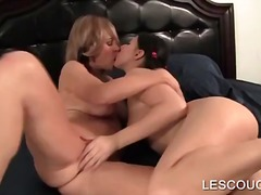 Lezzie cunt slurp with bitchy mom