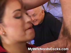 Buxomy wifey gives oral