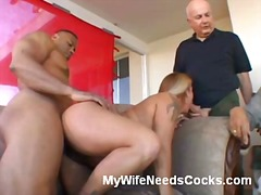 Blonde wifey gives extraordinaire oral