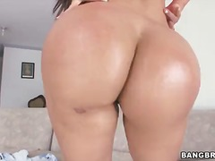 Curvaceous killer natalie gets her moist