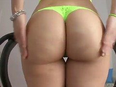 Kinky honey with hefty booty sheena ryder is crazy and willing to have her vulva demolished