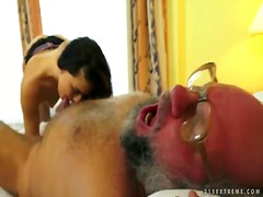 Old abnormal boy munches cute clean-shaved snatch of fantastic lyen parker and plows her steaming crevice