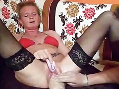 Knuckle screwing the wifes ample labia till she pumps out