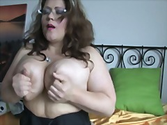 Jummy mummy play her snatch on cam