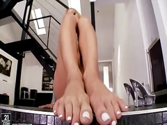 Slim blonde amy brooke plays with soles