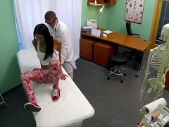 Fakehospital damsel not on birth control arches over for doctors creampie