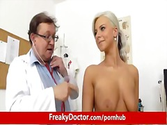 fetish, strip, ginekoloog, blond, dokter, dokterspieël