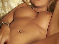 Jana cova gets the delight from pussy dildoing